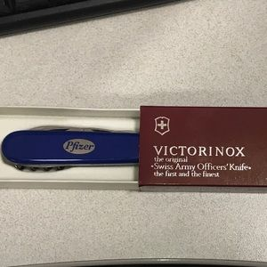 VICTORINOX SWISSCHAMP SWISS ARMY KNIFE